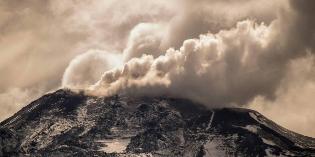 Chile: Explosión en Complejo Volcánico Nevados de Chillán genera alertas en organismos de emergencia