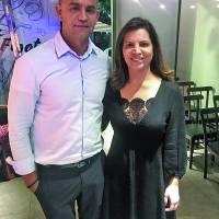 No lançamento 2018 do Restaurant Week, no Figata, na Praia do Canto, a representante capixaba Érica Semião com Fernando Reis, proprietário do evento