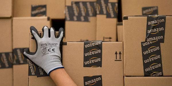 CEO de Amazon anuncia fondo social y es interpelado por precariedad laboral de trabajadores