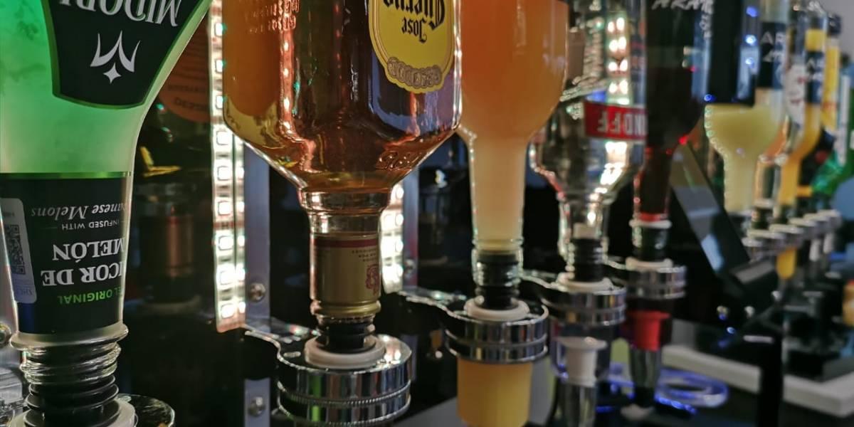 Éste es el robot que pronto servirá tus bebidas en el bar