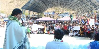 Evo Morales dedica una escuela a Los Kjarkas