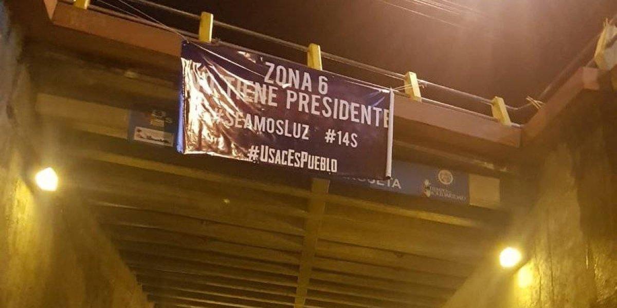 Usac es Pueblo coloca mantas con mensajes en rechazo al Presidente