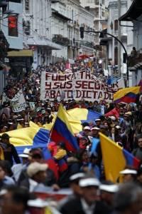 Marcha de simpatizantes de Correa en contra de Lenín Moreno