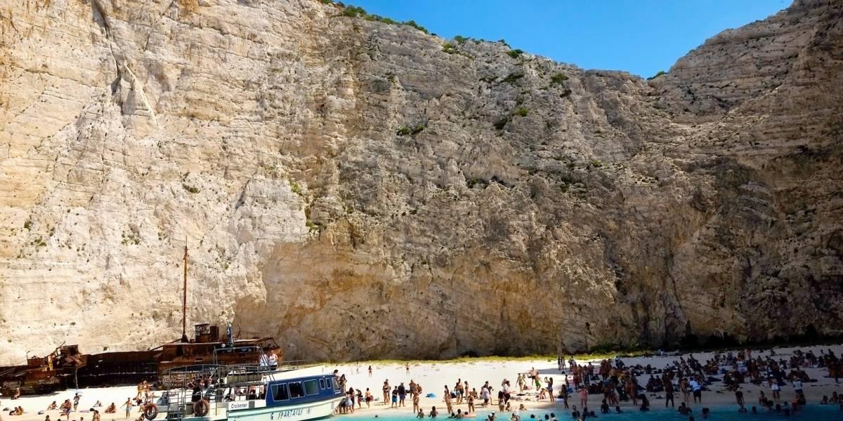 Siete personas heridas tras alud en playa griega