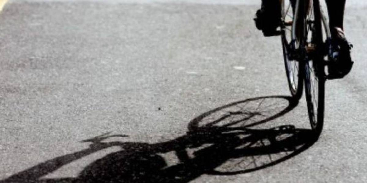 Fallece ciclista tras chocar carro estacionado en Guaynabo