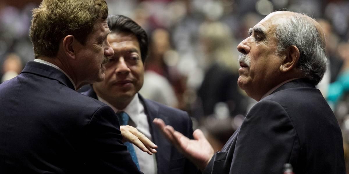 Diputados aprueban ley para bajar sueldos de funcionarios públicos