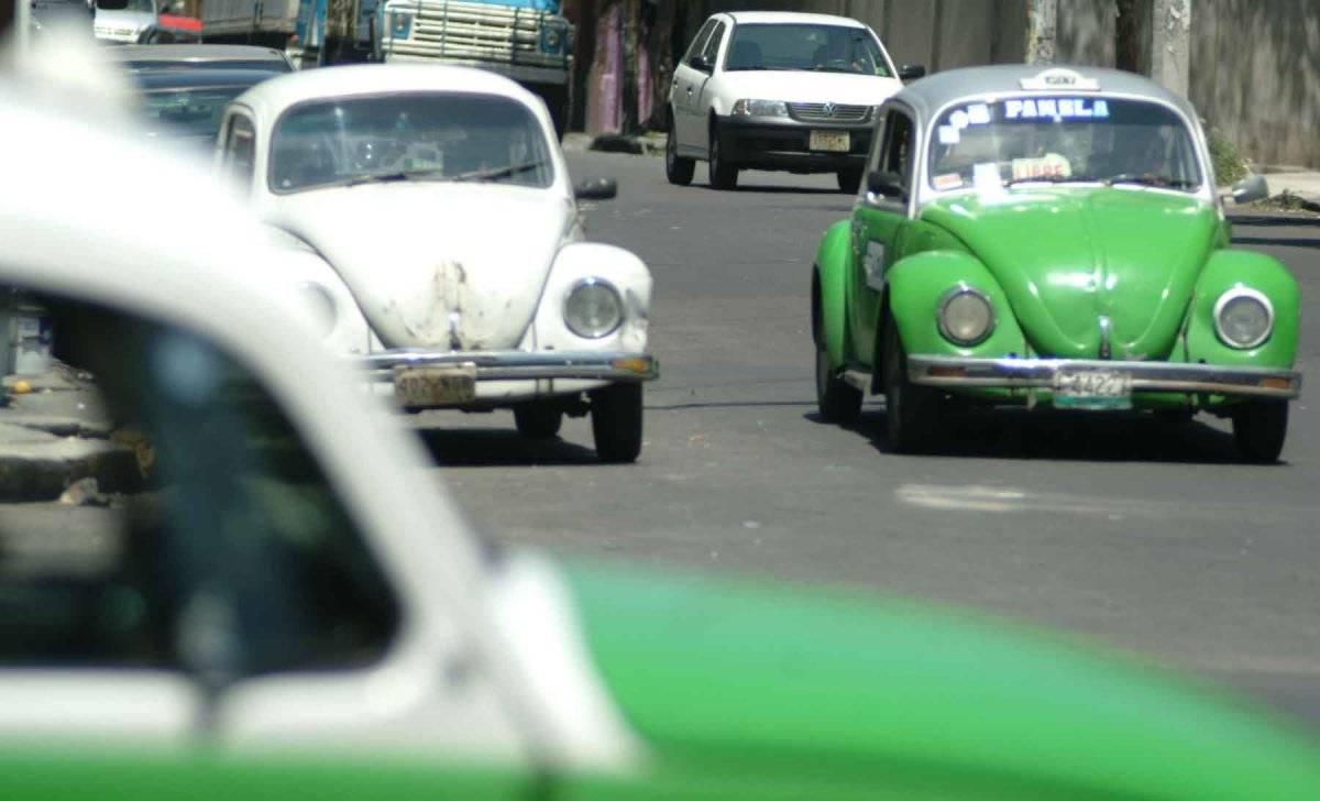 """En marzo de 1954 llegan a México los primeros modelos Volkswagen, con motivo de la exposición """"Alemania y su industria"""" que se celebró en las instalaciones de Ciudad Universitaria, en la Ciudad de México. Foto: Cuartoscuro"""