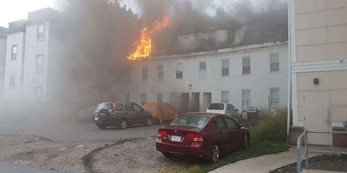 Explosões de gás em Boston causam morte e forçam milhares a sair de casa