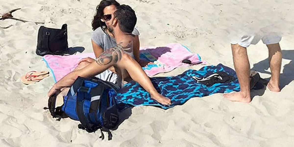 """¿Qué diablos es esto? La extraña imagen captada por Google Maps de una pareja """"fusionándose"""" en la playa"""