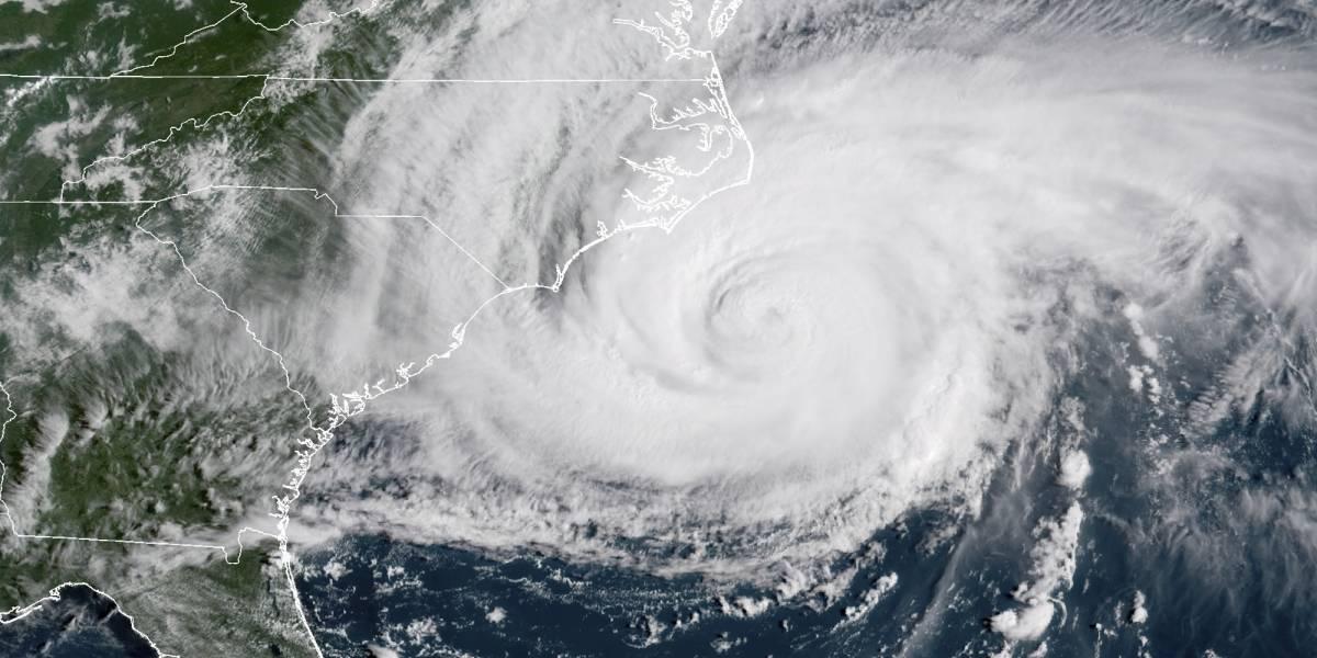 """""""Es tenebroso: el viento aúlla y los escombros vuelan"""": El ojo del monstruoso huracán Florence ya tocó tierra"""