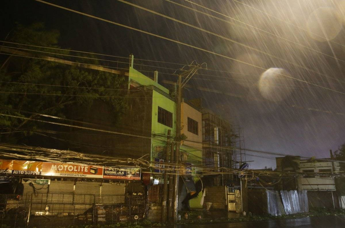 El ojo del huracán, bautizado localmente Ompong, arrastra vientos sostenidos de 205 kilómetros por hora Foto: AP