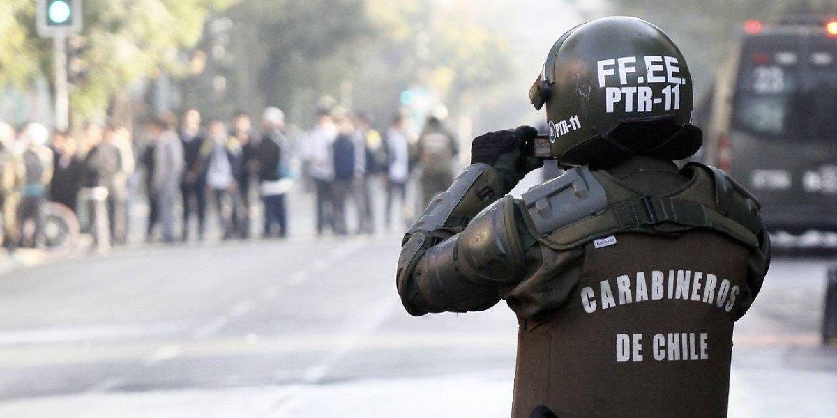 """""""Overoles blancos"""" ahora en el Liceo Barros Borgoño: cortaron el tránsito y Carabineros halló material para molotov"""