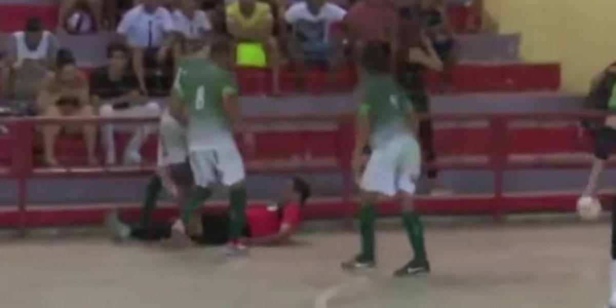 Jugador fue detenido por haber pateado la cabeza de árbitro
