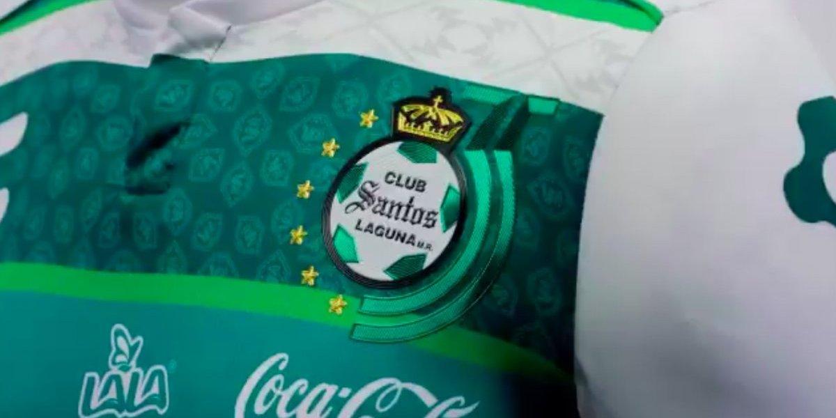 Santos Laguna presentó jersey por el aniversario 35 del club