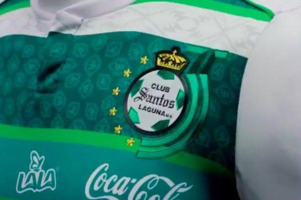 size 40 70c4e 2c057 Santos Laguna presentó jersey por el aniversario 35 del club ...