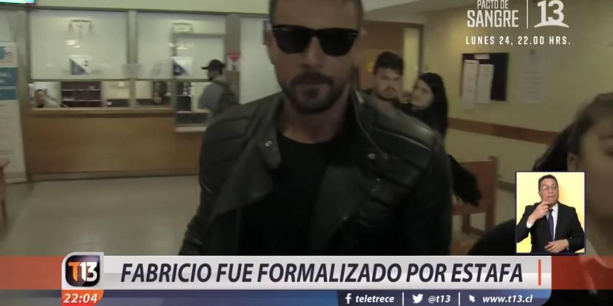 Corriendo y empujando a los medios: Así fue la formalización de Fabricio Vasconcellos por estafa