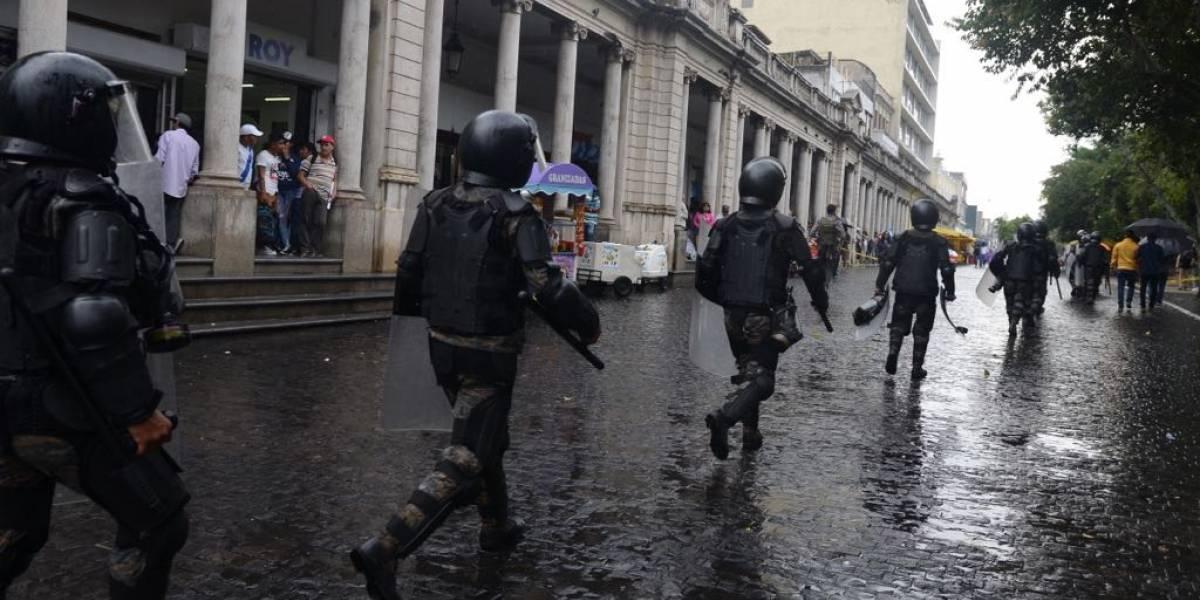 Elementos antimotines del Ejército salen a las calles en apoyo de la PNC