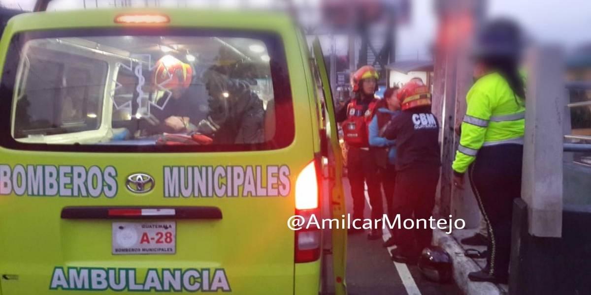 Mujer en estado de gestación resulta herida tras colisión de motocicletas en zona 13