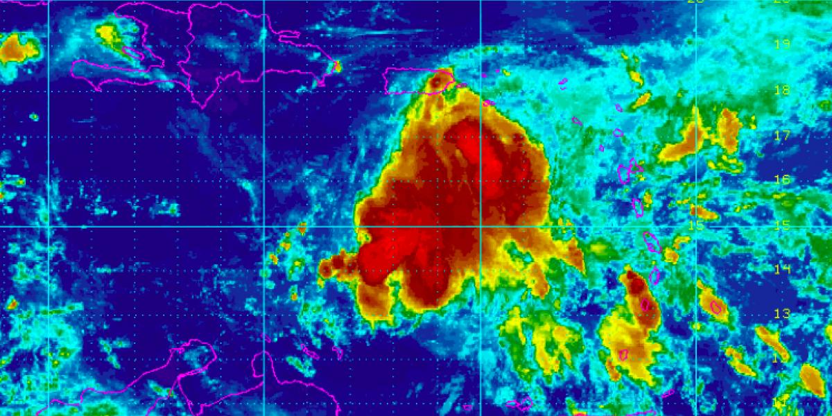 Isaac se sigue alejando de Puerto Rico, pero deja riesgo de lluvia
