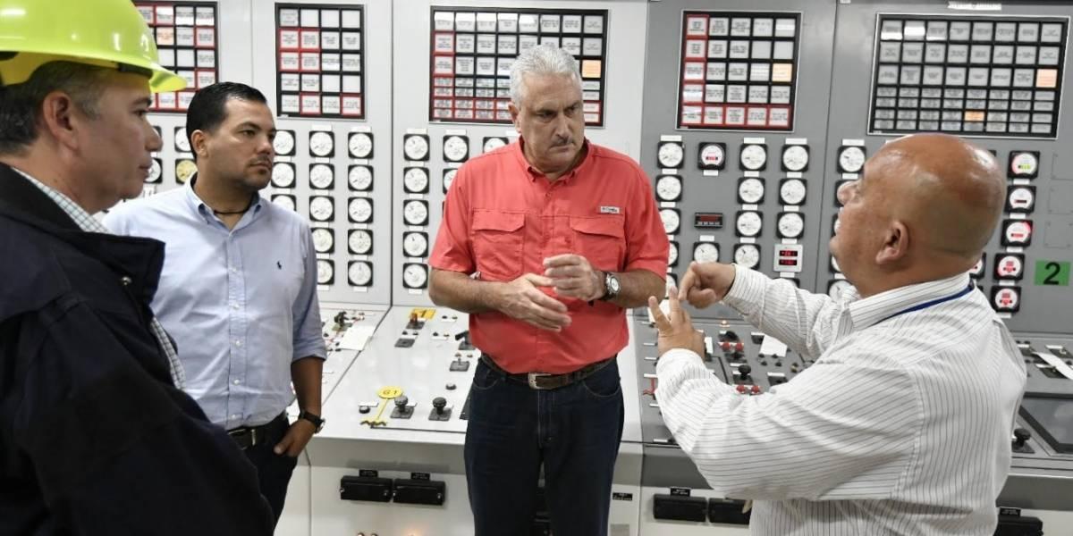 Rivera Schatz inspecciona Central Termoeléctrica de Aguirre en Salinas