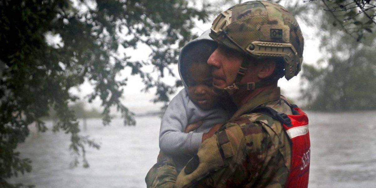 Florence mantiene atemorizados a residentes de las Carolinas