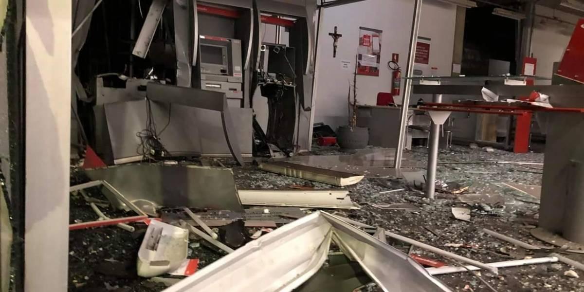 Ladrões arrombam banco com explosivos e afetam casas vizinhas em cidade no interior de São Paulo