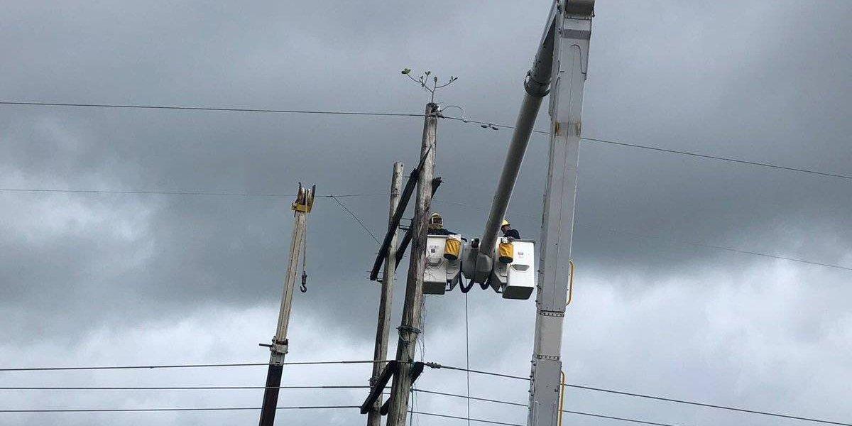 AEE trabaja para devolver luz a zonas de cuatro pueblos