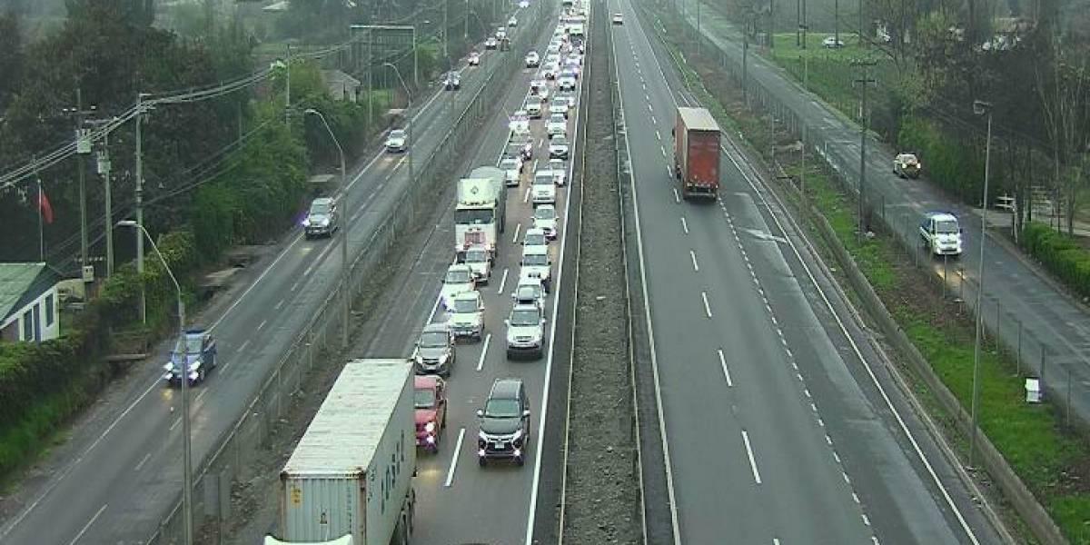 Bocinazo en peaje Angostura: alta congestión vehicular marca salida de santiaguinos por Ruta 5 Sur