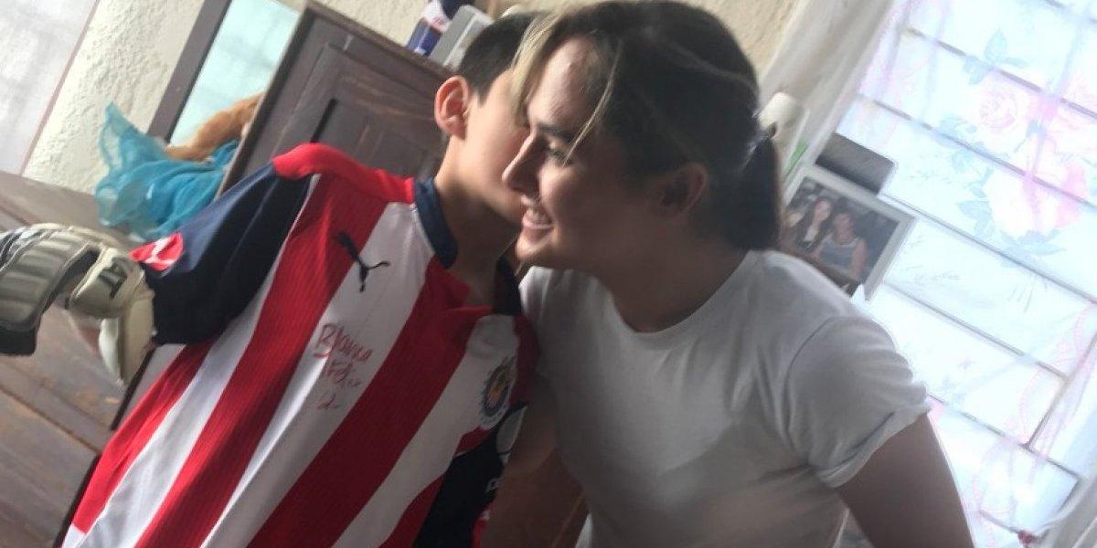Alan Pulido y Blanca Félix ayudan a niño que murió su papá