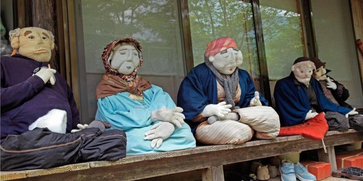 Bonecos ajudam japonesa a sobreviver em ilha quase inabitada