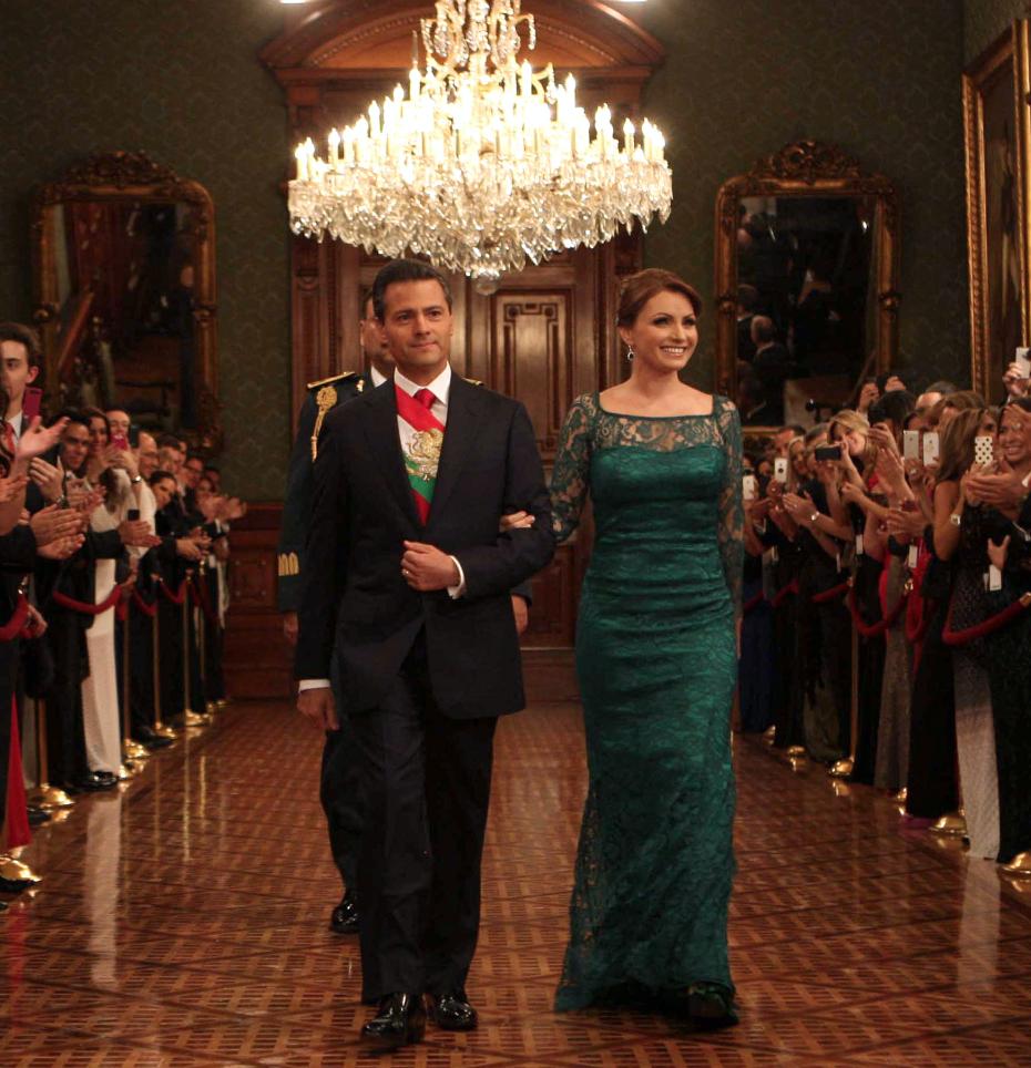 En 2013 Angélica Rivera lució un vestido del diseñador mexicano Benito Sánchez Presidencia de la República