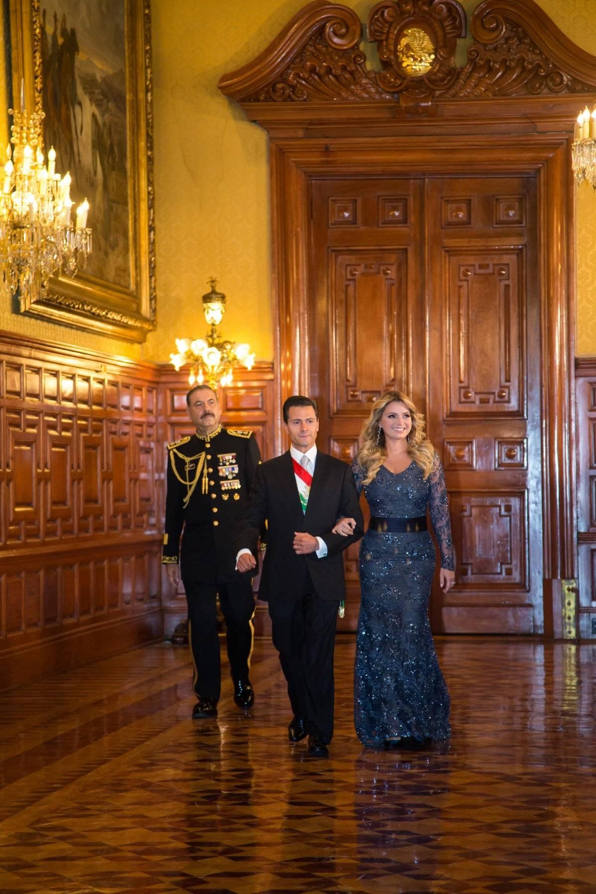 La esposa de Enrique Peña Nieto lució un vestido diseñado por Benito Santos con encaje y pedrería; además fue el mismo que usó en la cena con los Reyes de España Instagram