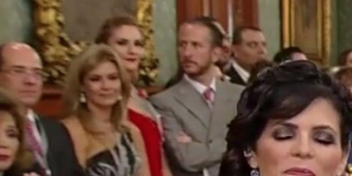 Chantal Andere y su esposo protagonizan 'pleito' en ceremonia de Independencia