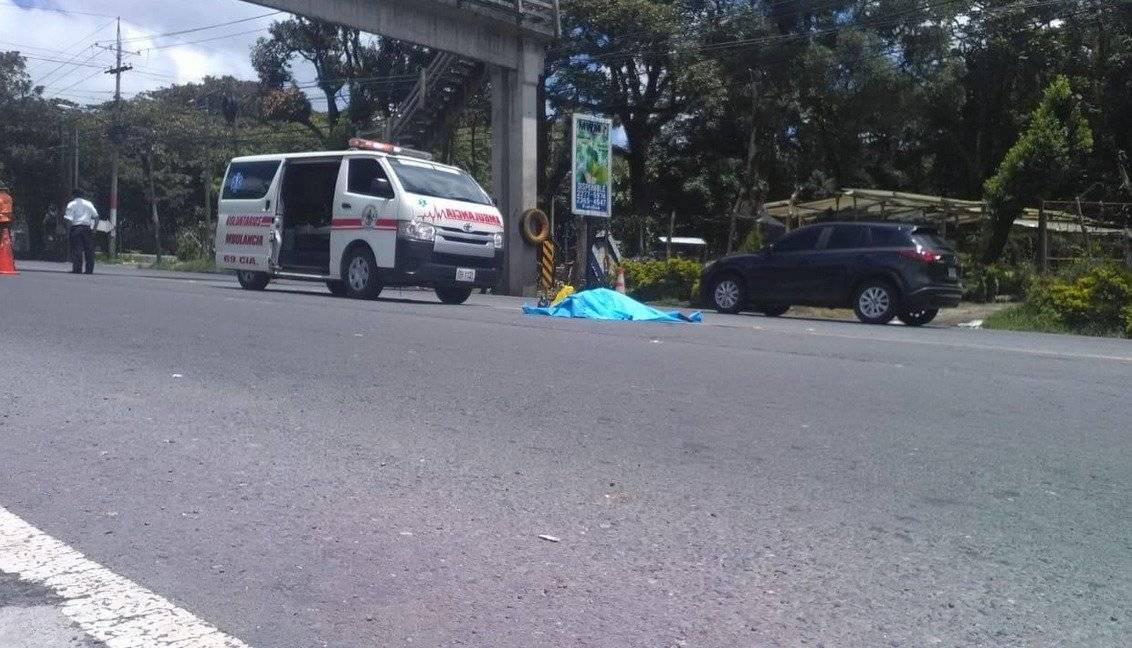 Los Bomberos Voluntarios atendieron a la mujere que falleció cerca de una pasarela.