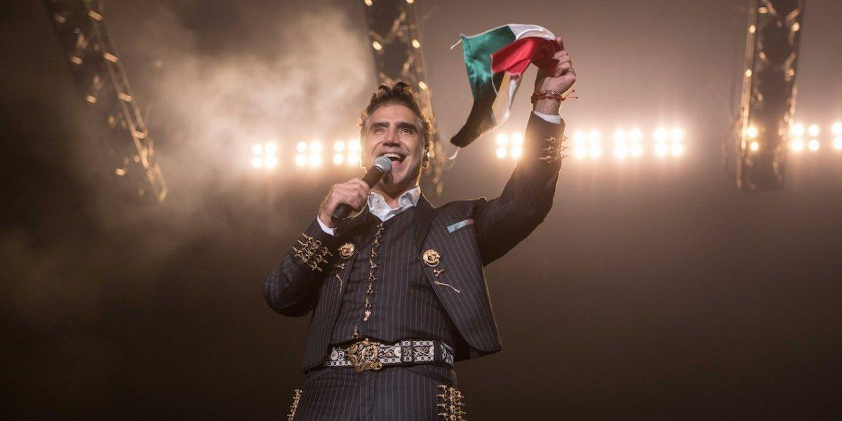 Alejandro Fernández celebra la Independencia de México y la victoria del Canelo