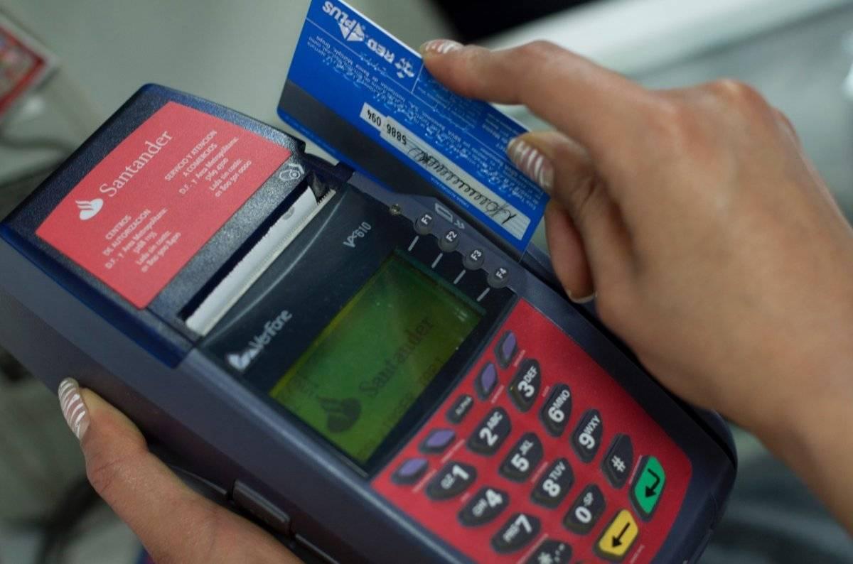 La cartera vigente en compras con tarjetas de crédito reporta un alza de 1.2% anual; con un total de 369 mil 600 millones de pesos, al cierre de julio de 2018, reportó el Banxico / Cuartoscuro