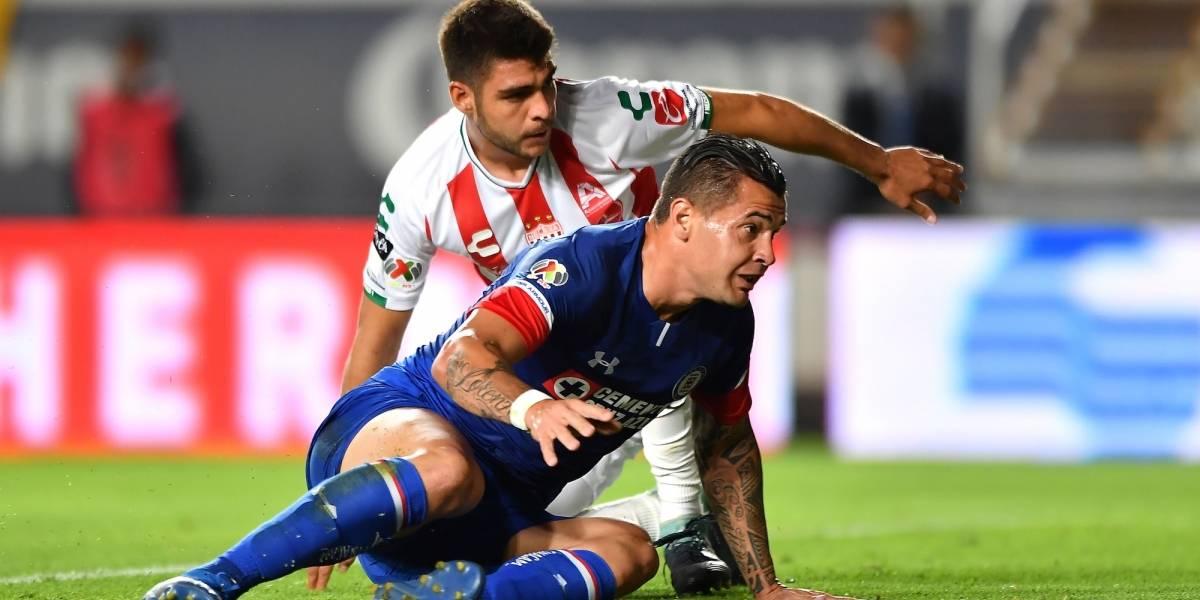 Cruz Azul pierde el invicto frente a Necaxa 2-0