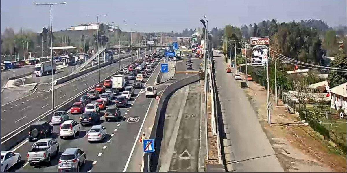 Conductores enfrentan nuevo taco kilométrico: accidentes en Ruta 5 Sur y Autopista del Sol complica salida de Santiaguinos