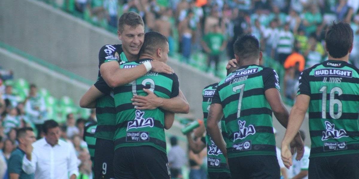Santos golea, gusta y gana al León