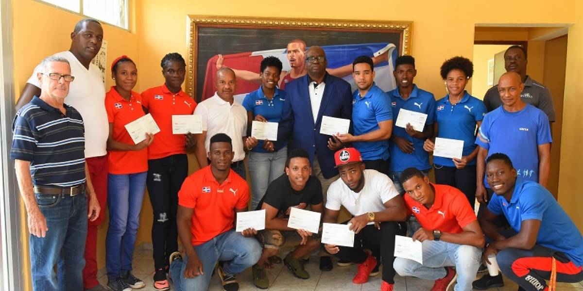 Federación de Atletismo entrega incentivos a medallistas Centroamericanos