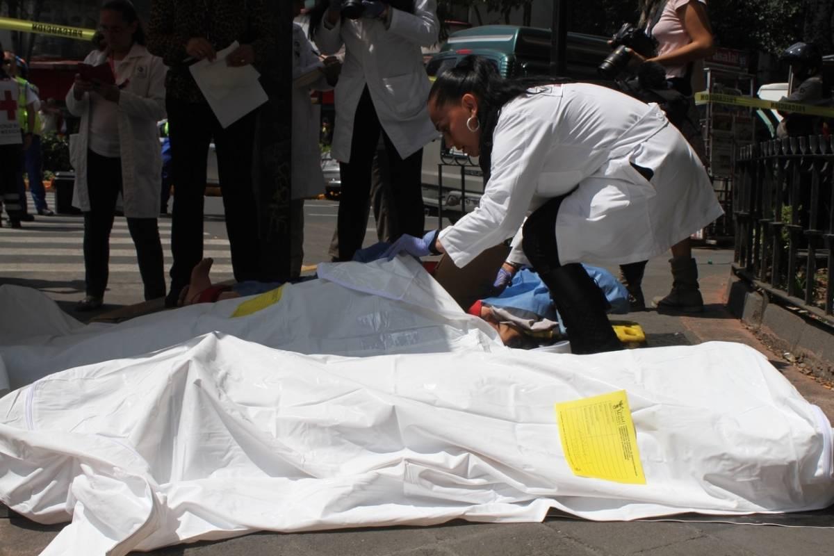 En los simulacros también se recrean momentos de cómo es el rescate de cuerpos. Foto: Nicolás Corte