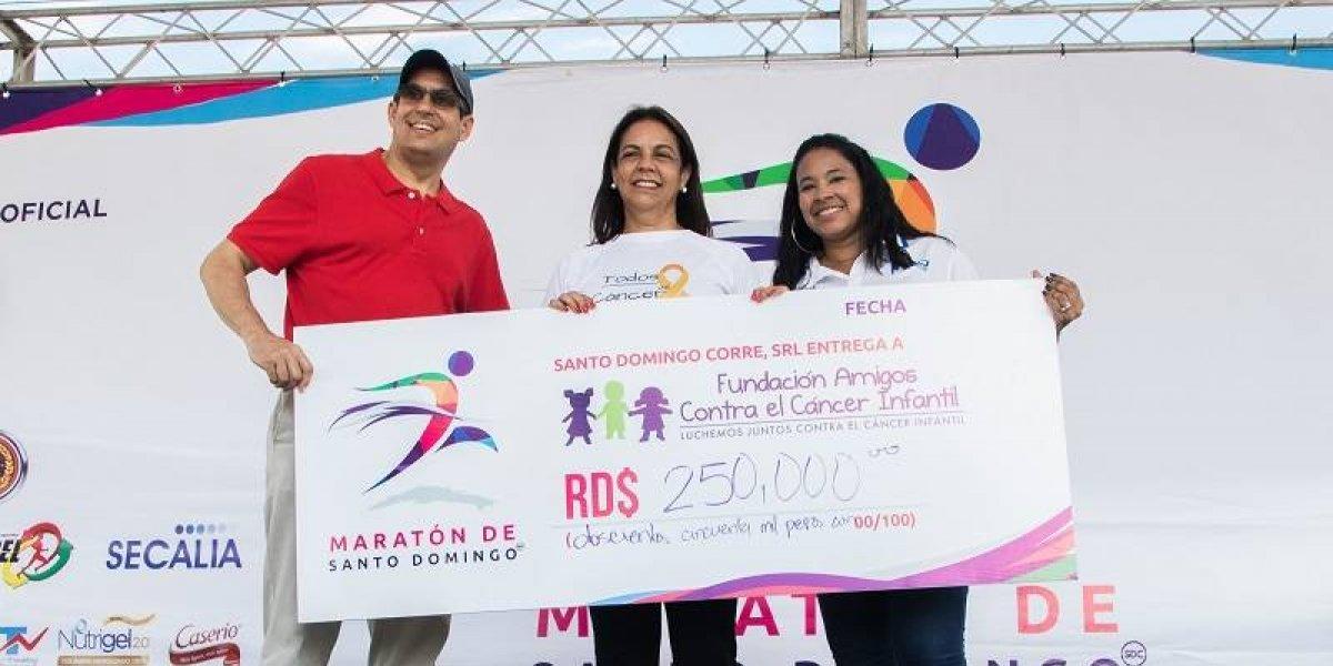 Primer Maratón de Santo Domingo entrega donativo a fundación infantil
