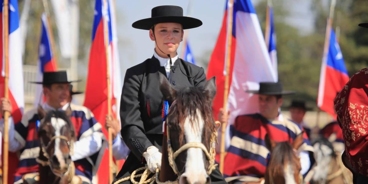 Escuadra Ecuestre Palmas en la Semana de la Chilenidad: O'Higgins explica a caballo cómo se forjó la identidad nacional