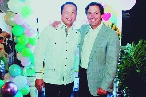 San Liang y Daniel Gutiérrez, esposos de Esmeldy y Anier.