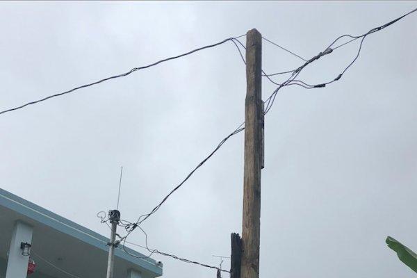 Poste de energía eléctrica en Cayey. Suministrada