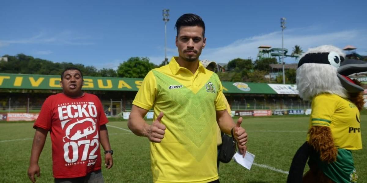 Stefano Cincotta es presentado con Guastatoya