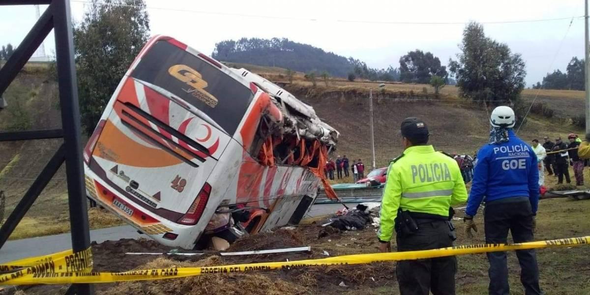 Choferes que causaron el accidente en Colta fueron detenidos