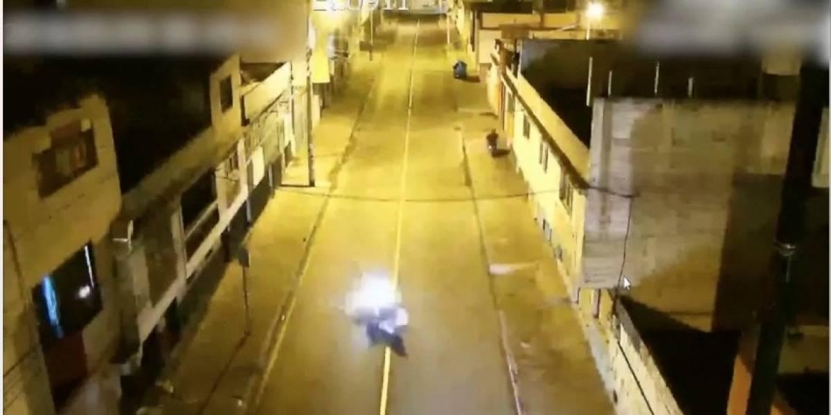 Ambato: Cámaras del ECU 911 captan el momento de un choque entre dos motos