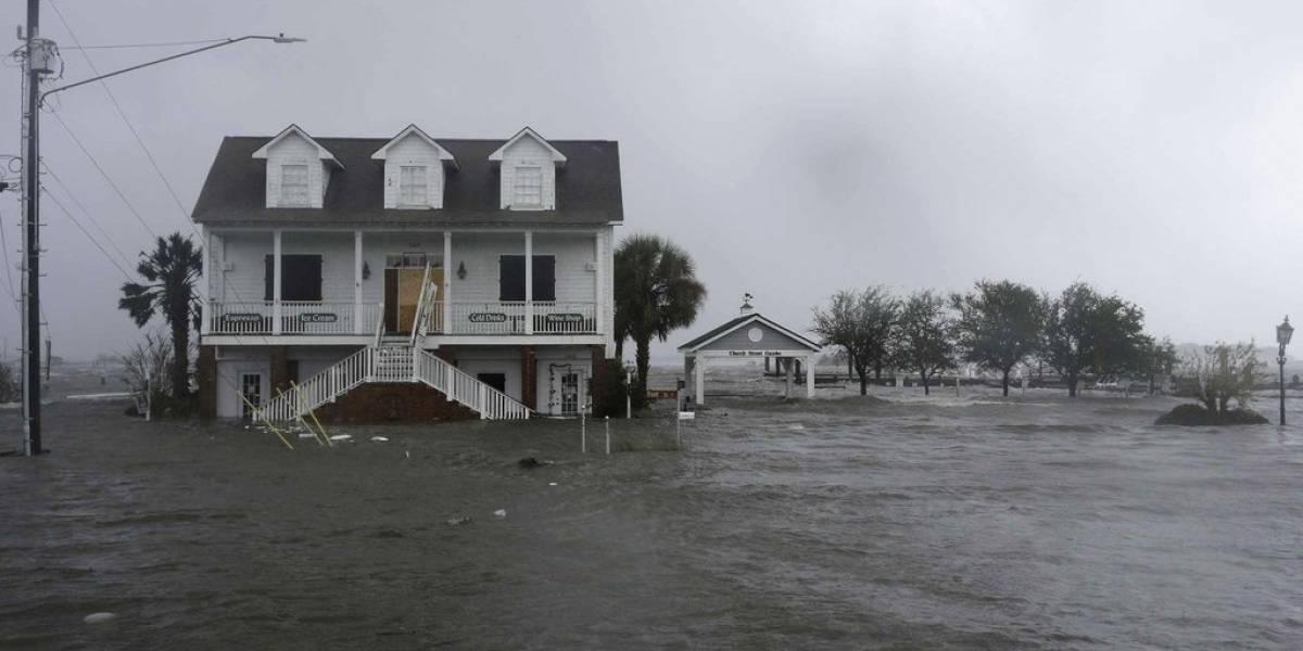 Una ciudad completamente aislada y al menos 17 muertos: así avanza el devastador huracán Florence por Estados Unidos