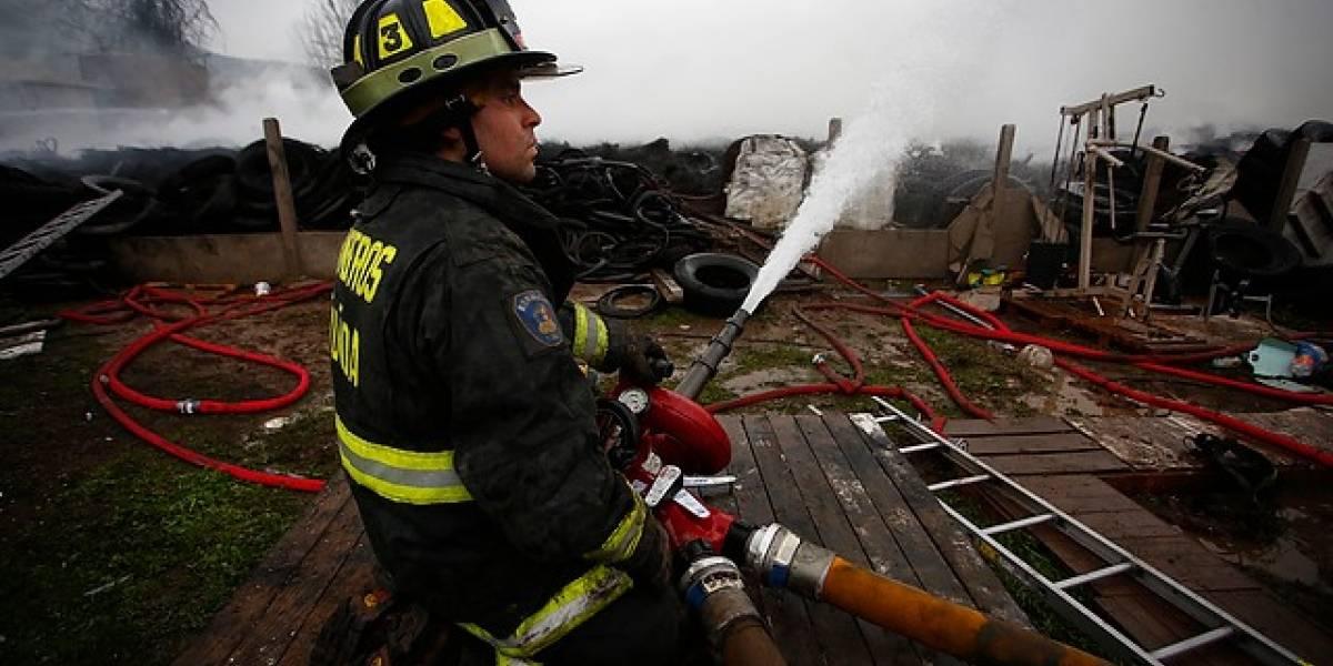 Tragedia en Puerto Montt: incendio deja seis viviendas calcinadas y 19 personas damnificadas